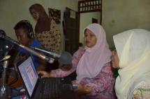 Community radio Aisiyah facilitator talks about halal food, sanitation and cleanliness (JHU-CCP)